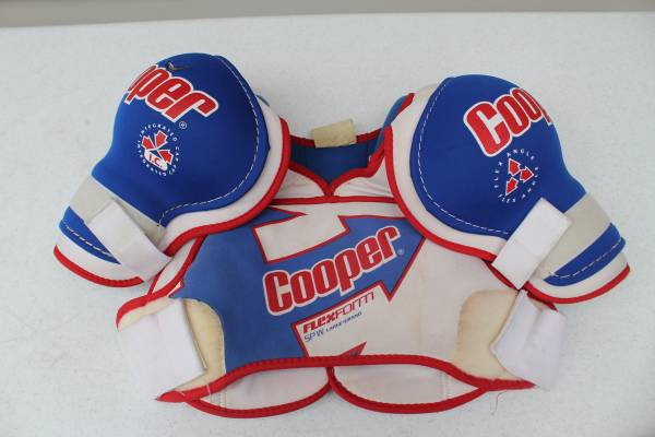 Photo Cooper Hockey Shoulder Pads Flex Edge SPW Large Youth - $5 (South Fargo)