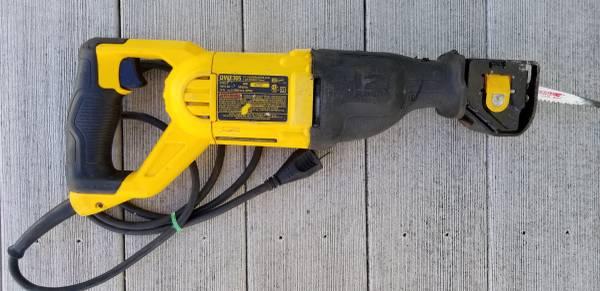 Photo DeWalt sawzall DWE305 - $40 (West Fargo)