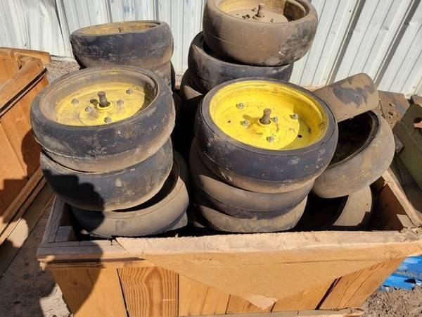 Photo John Deere 455 drill packing wheels - $5 (Mankato)