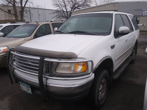 Photo KEEP THE LIGHTS ON SALE 1999 FORD EXPEDITION XLT 4X4 - $1800 (1918 E. MAIN AVE, West Fargo 58078)