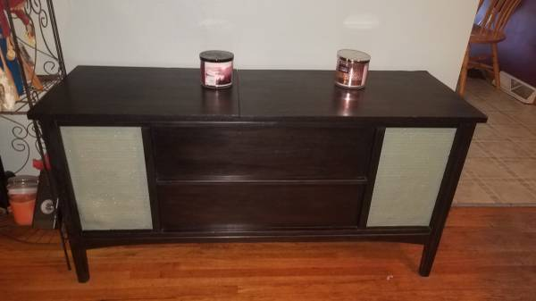 Photo Old stereo console table - $140 (Wahpeton)