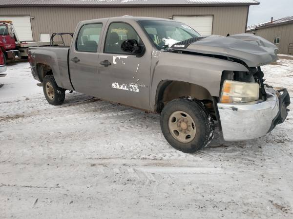 Photo PARTING OUT THIS 2008 CHEVROLET SILVERADO K2500 HEAVY DUTY 6.0 GAS - $1 (30 miles east of Fargo)