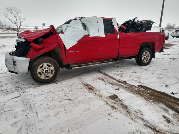 Photo PARTING OUT THIS 2015 CHEVY SILVERADO 2500HD 4X4 XCAB LONG BOX 6.0 - $1 (30 Miles East of Fargo)