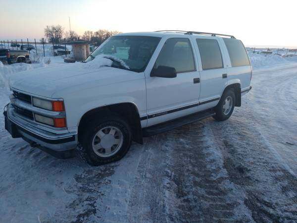 Photo Parting out this 1999 Chevy Tahoe rust free - $1 (30 miles east of Fargo)