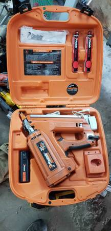 Photo Paslode 30 degree cordless framing nailer - $200
