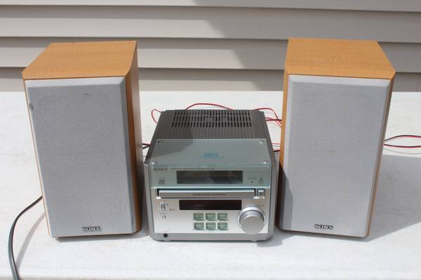 Photo Sony Micro Hi-Fi Mini Component System CMT-RB5 With SS-CRB5 Speakers - $40 (S Fargo)