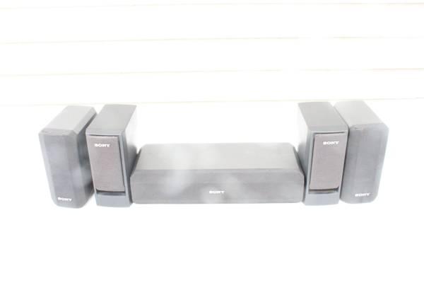 Photo Sony SS-CN230 Surround Sound Center Speaker  4 SS-V230 Speakers - $20 (S Fargo)