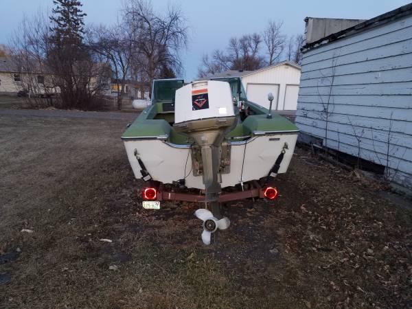 Photo Tri hull boat, Johnson 85 motor, trailer - $350 (Shelly)