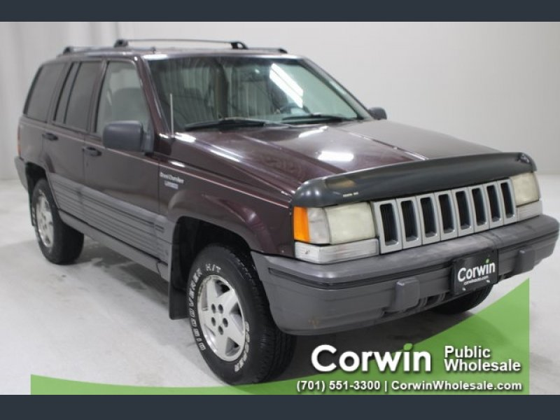 Photo Used 1995 Jeep Grand Cherokee SE for sale