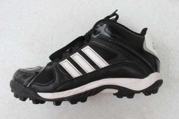 Photo Youth Boy39s Size 5.5 Baseball Cleats Adidas Spikes Shoes - $10 (s fargo)