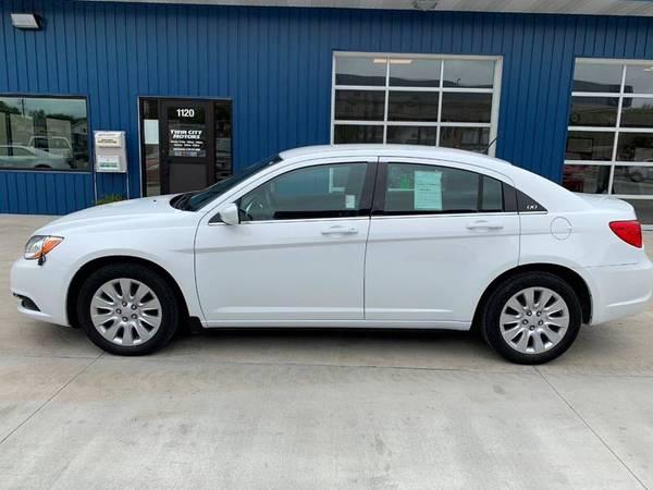 Photo 2014 Chrysler 200  ONLY 18k Miles  $1500 DOWN  - $13990 (WWW.TWINCITYMOTORS.NET)