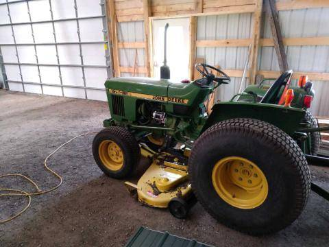 Photo John Deere 750 Lawn Tractor  - $5,950 (DL)