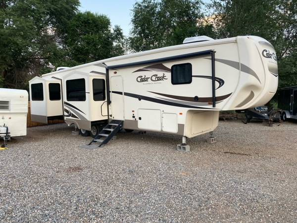 Photo 2017 Cedar Creek Silverback - $50,000 (Farmington, NM)