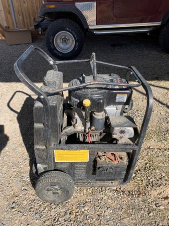 Photo 7500 watt generator - $350 (Aztec)