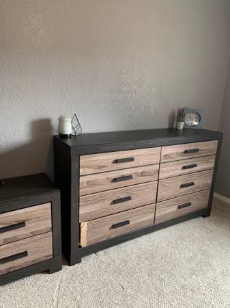 Photo Beautiful dresser and side table - Ashley Furniture - $200 (Farmington)
