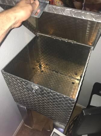 Photo Diamond plate tread aluminum tool box - $250 (NW Albuquerque)