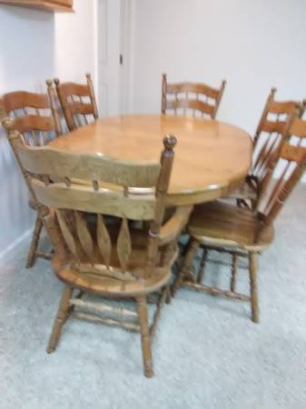 Photo Oak Dining Table and 6 chairs - $295 (Silverton)