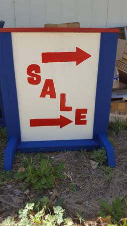 Photo RED WHITE AND BLUE SALES (PINETOP COUNTY CLUB)