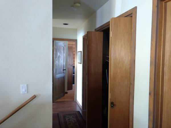 Photo Room in Large House for Rent (Missouri Heights, Carbondale)