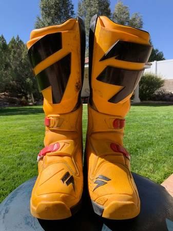 Photo Shift MX Boots size 9 Yellow - $50 (Farmington)