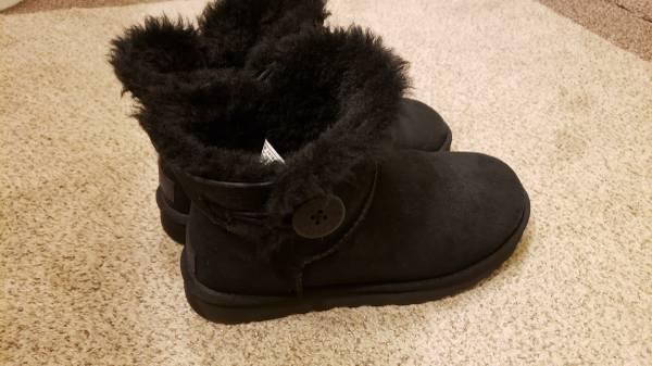 Photo Size 8 black UGGS - $95 (Kirtland)