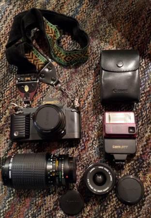 Photo Vintage Canon T70 w Flash and Lenses - $200 (Albuquerque)