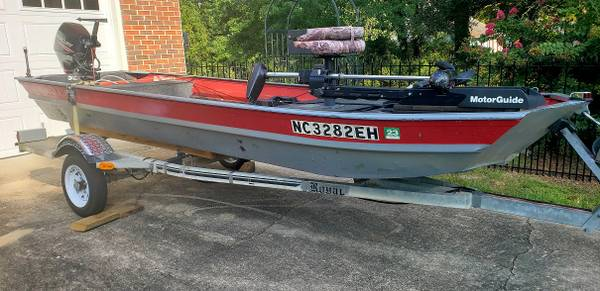 Photo 15ft Jon boat, 20hp motor and trailer - $3,750 (Fayetteville)