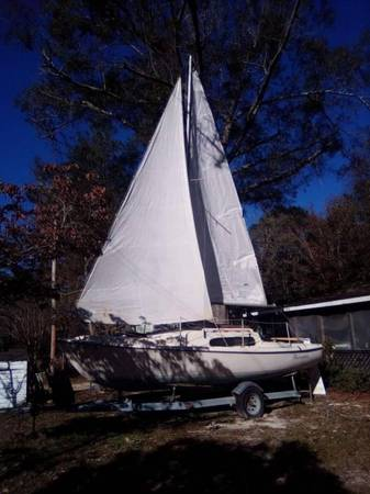 Photo 1974 helsen 22 ft sailboat - $2,200 (Davis Station)