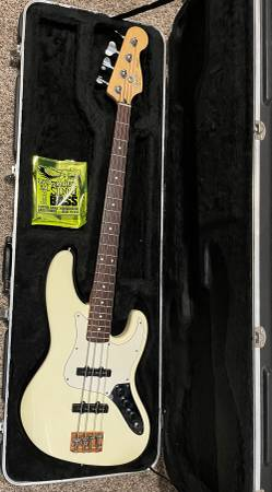 Photo 1988 Fender American Standard Jazz Bass, 4 string, white, guitar - $750 (Linden)