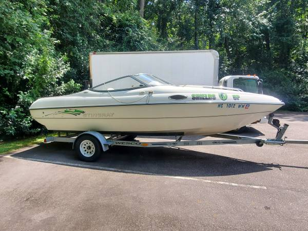Photo 2004 Stingray 200CS 20ft with cuddy cabin - $15,500 (Fayetteville)