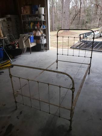 Photo Antique Iron bed - $150 (Southern Pines)