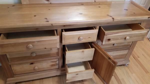 Broyhill Fontana Dresser Solid Pine W Mirror 225 Pinehurst Furniture For Sale Fayetteville Nc Shoppok