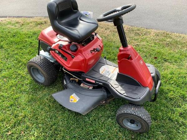 Photo Craftsman Riding lawn MowerTractor, Excellent Shape and Runner - $595 (Raleigh)
