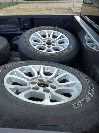 Photo GMC 18quot Wheels Rims and Tires 6 lug, Newer Model...MAKE OFFER - $400 (Dunn)