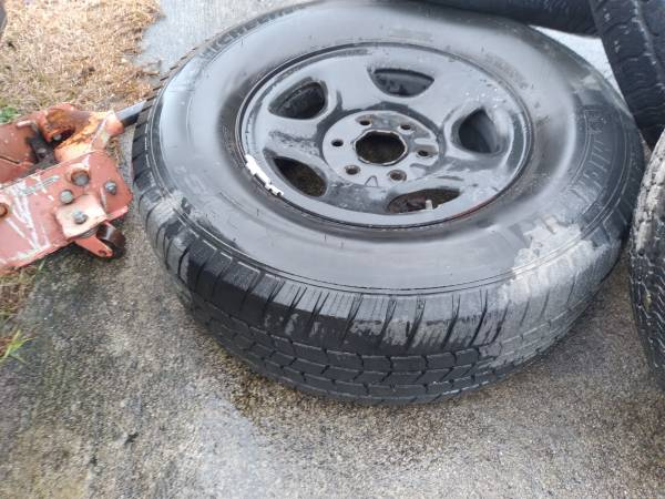 Photo JACK AND HARWARE TO REMOVE SPARE TIRE ALSO HAS 163939 STEEL AND ALU (Hope Mills)
