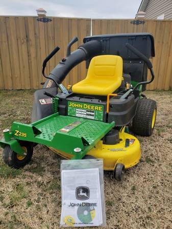 Photo JOHN DEERE 42 INCH ZERO TURN WITH BAGGER AND STRIPE KIT LOW HRS - $2,900 (Dunn)
