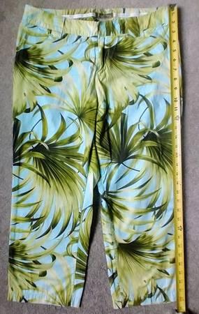 Photo Tommy Bahama ladies CAPRIS size 10 - $20 (Pinehurst)