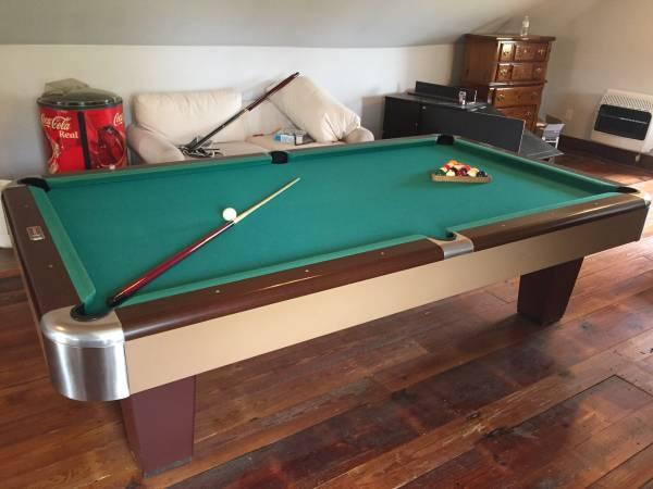Photo Vintage Brunswick Pool Table (Pembroke)