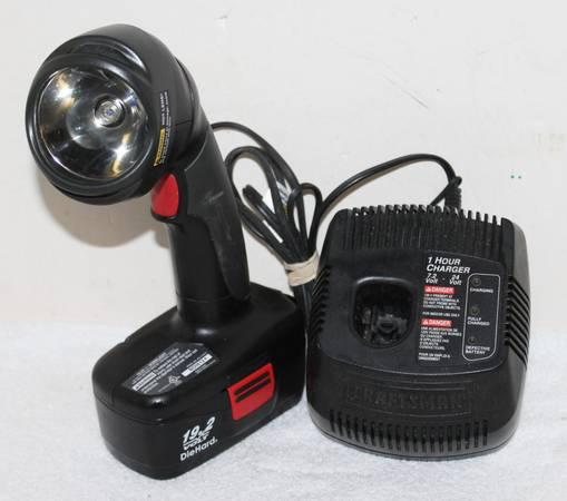 Photo Vintage Craftsman Cordless 19.2v Flashlight w Charger  Battery - $39 (Lumberton)