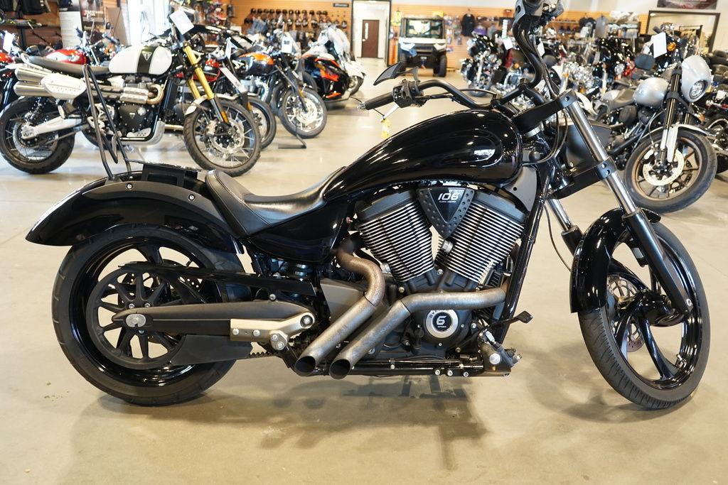 Photo 2015 Victory Motorcycles Vegas 8-Ball Gloss Black $7795