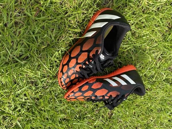 Photo indoor soccer shoes - $10 (fayetteville)