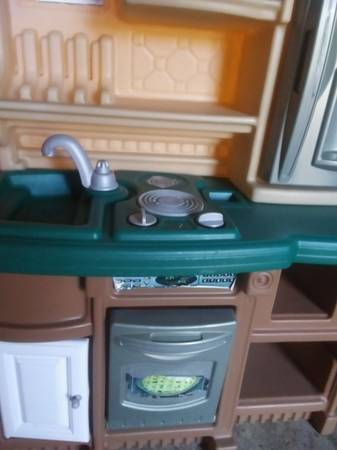 Photo quot Step 2quot play kitchen - $40 (Fayetteville)