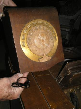Photo ANTIQUE PHILCO RADIO WITH EARLY REMOTE CONTROL-AS IS - $225 (ROCHESTER ,N.Y.)