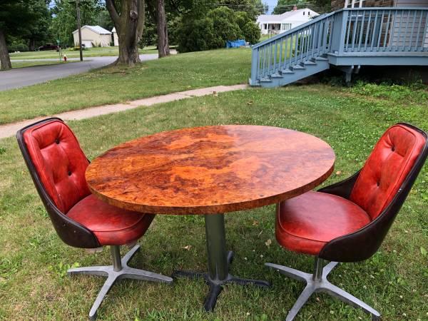 Photo Circular 44 wood veneer Table top - $75 (Dundee)