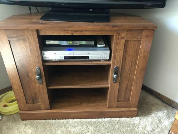 Photo Corner TV Stand Wood Color - $75 (Farmington)