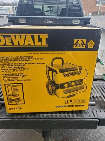 Photo Dewalt 4 Gallon Air Compressor - $250 (Gates)
