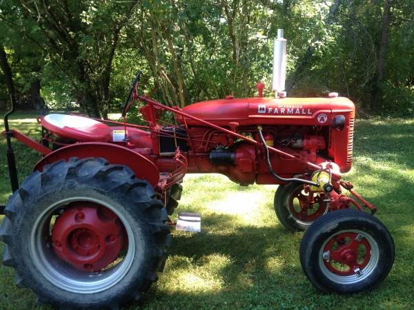 Photo Farmall Super A Farm Tractor - $2,750 (Geneva)