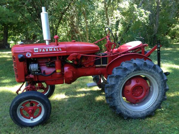 Photo Farmall Super A - $2,500 (Geneva)