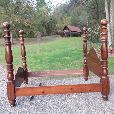 Photo Four Post Bed - $500 (Canandaigua)