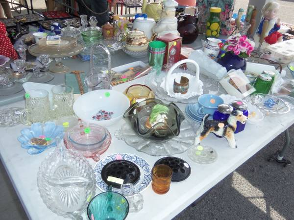 Photo Garage Sale - 11111 Main St (Clarence, NY) (Clarence)
